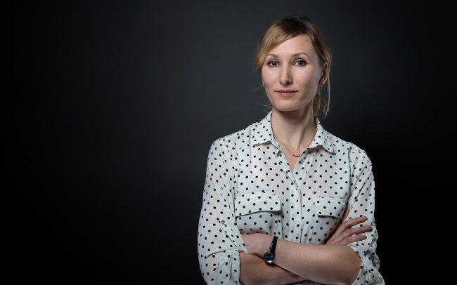 Portraitaufnahmen Frau Bluse kariert