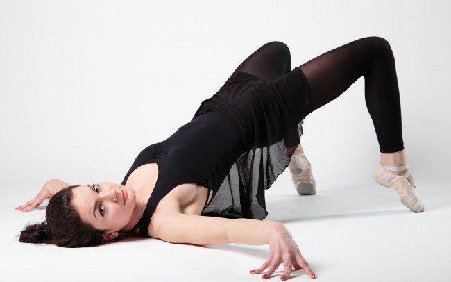 Frau in Balletpose
