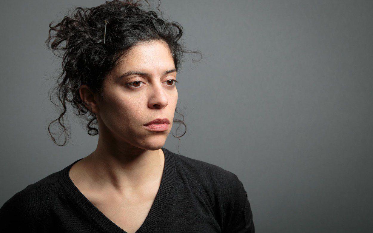 Frau mit schwarzer Bluse Israel