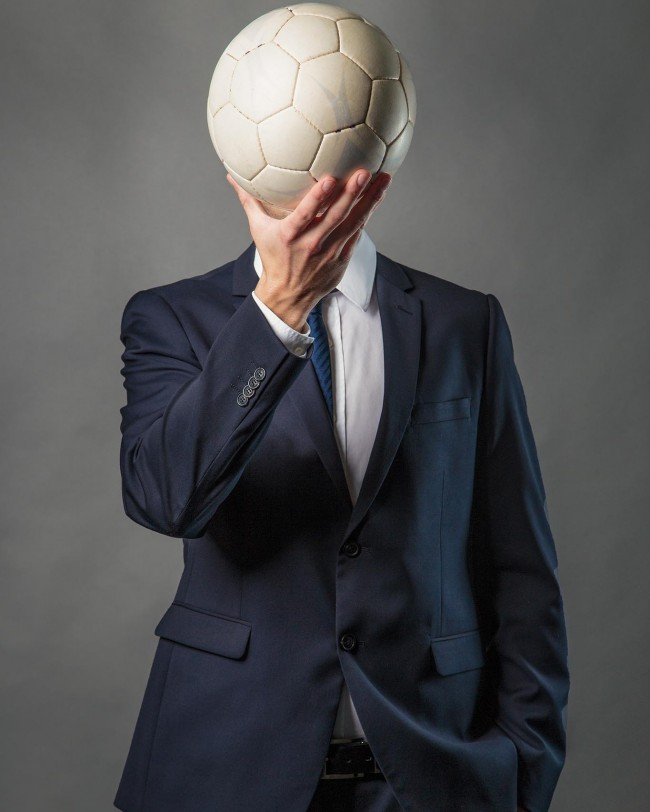 Kopfball Mann mit Fußball
